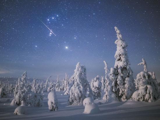 כוכב נופל בליל חורף בהיר / צילום: גיא גפן - חשיפה לצפון