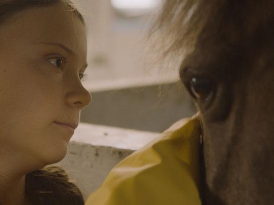 """מתוך הסרט """"אני גרטה"""". כשלמדה בגיל 11 על חיות מורעבות ופלסטיק באוקיינוס שקעה בדיכאון / צילום: B-Reel Films"""