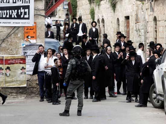 מאה שערים, השבוע / צילום: AP - Mahmoud Illean