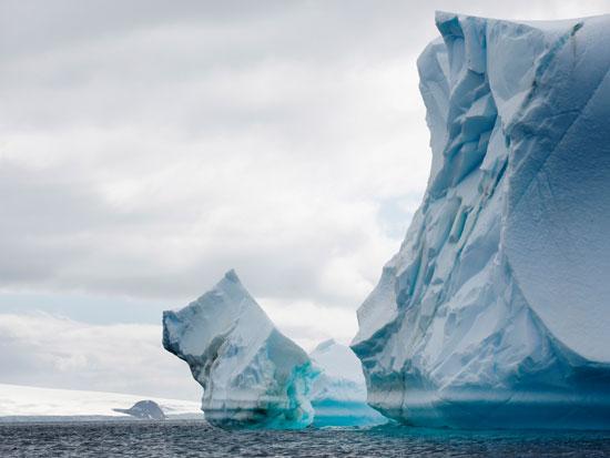 קרחון בתהליך המסה / צילום: Abbie Trayler-Smith - Greenpeace