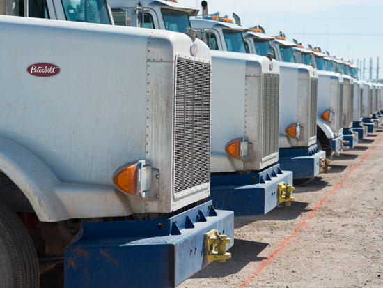 משאיות של תעשיית הנפט / צילום: רויטרס - Cooper Neill