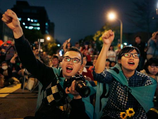 """ההמונים שיצאו לרחובות ב""""מחאת החמניות"""" ב־2014 / צילום: AP - Wally Santana"""