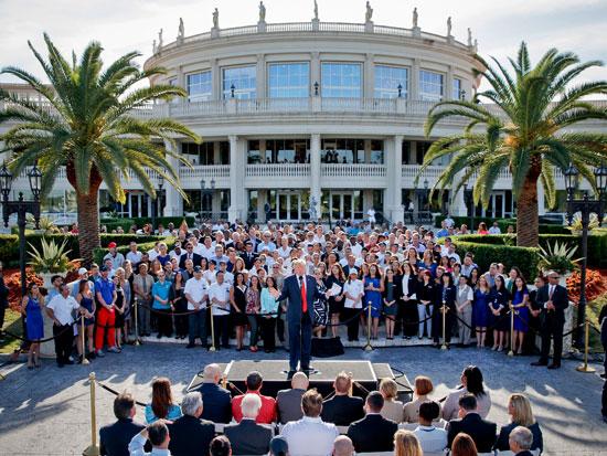 טראמפ במהלך הקמפיין הקודם שלו במלון נשיונל דוראל שבבעלותו / צילום: Evan Vucci - AP