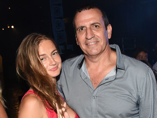 איל וולדמן עם בת הזוג ז'אן בן אהרון / צילום: אביב חופי