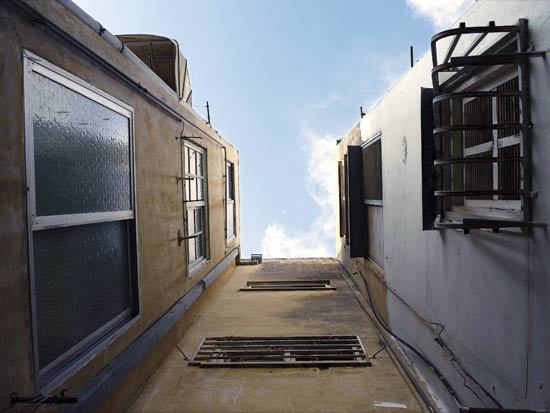 על גג העולם תמ