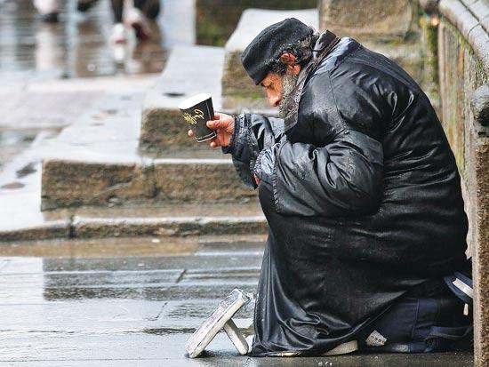 אירלנד עוני קבצנים הומלס דאבלין / צלם: רויטרס