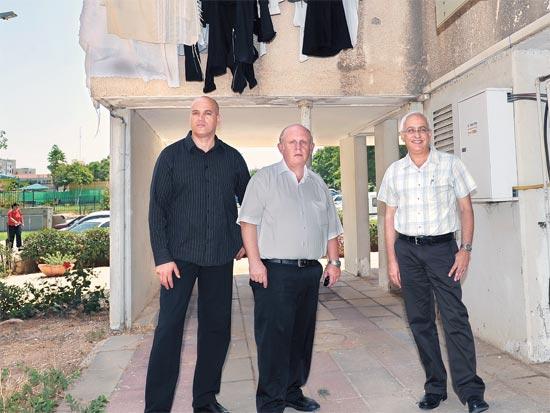 משמאל לימין: ישי אלהרר, חיים יודלביץ ועמיקם ודעי / צילום: תמר מצפי)
