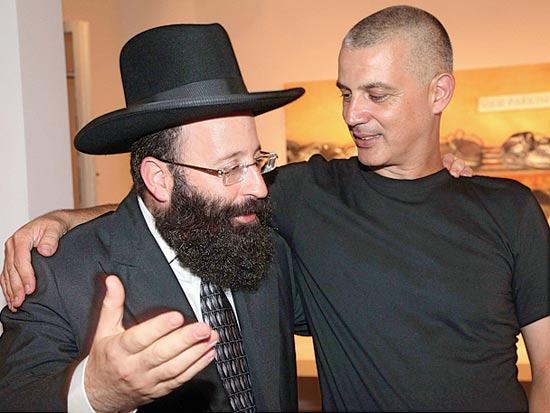 """גדעון עמיחי, הרב רבינוביץ', השקת הספר """"לא,לא,לא, לא, לא, לא, לא, כן"""" / צילום רוני שיצר"""