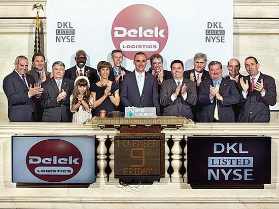 עוזי ימין בתו ובכירי חברת DELEK US משיקים את המסחר בבורסה בניו יורק / צילום: קייט ג`ונסון