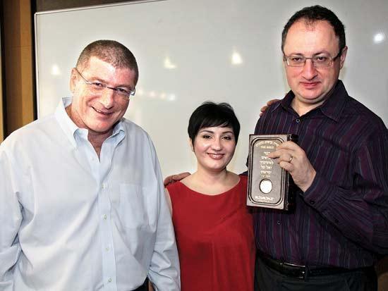 בוריס ומיה גלפנד, אליעזר שקדי, אל על מכבדת את סגן אלוף העולם בשחמט / צילום: סיון פרג'