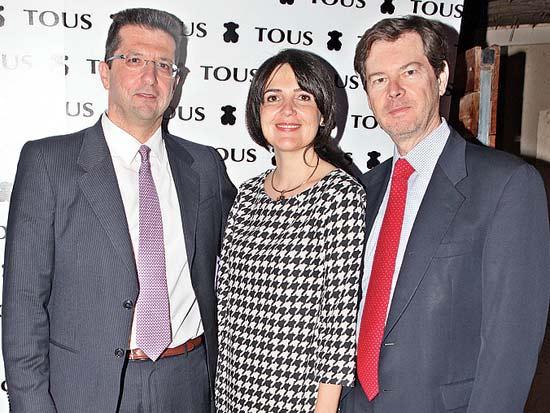 אלברו אירנזו ורעייתו, רונן שמיר, שגריר ספרד מארח את בעלי המותג טואוס / צילום: צילום שוקה