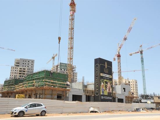בנייה ביבנה / צילום: איל יצהר