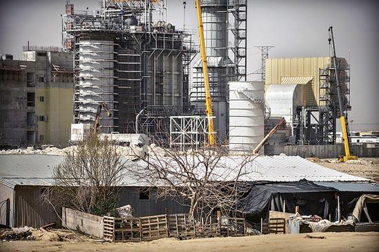 תחנת הכוח והפחונים / צילום: אדוארד קפרוב