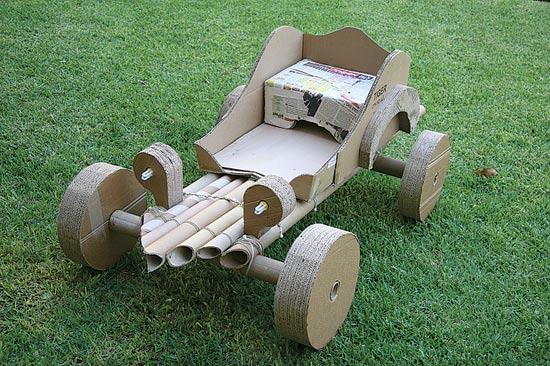 מכונית קרטון שעוצבה בהנחיית המעצב התעשייתי אחיה גריזים / צילום: יחצ