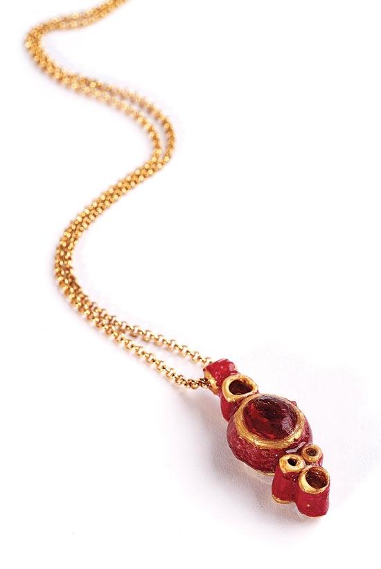 תכשיטים מנייר - מינה בן נון / צילום: יחצ