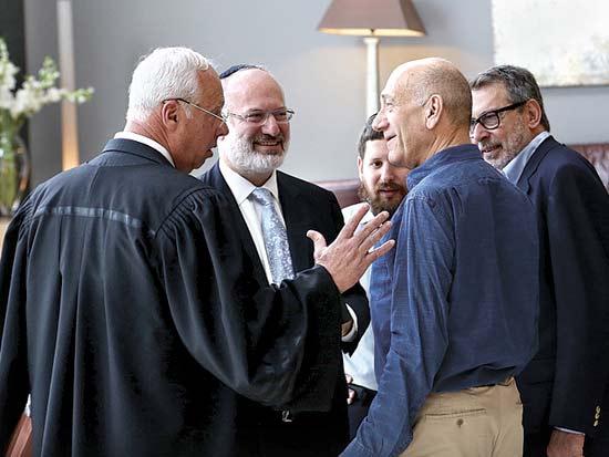 אהוד אולמרט, אדוארדו אלשטיין, פגישה בבית המשפט / צילום: אלון רון