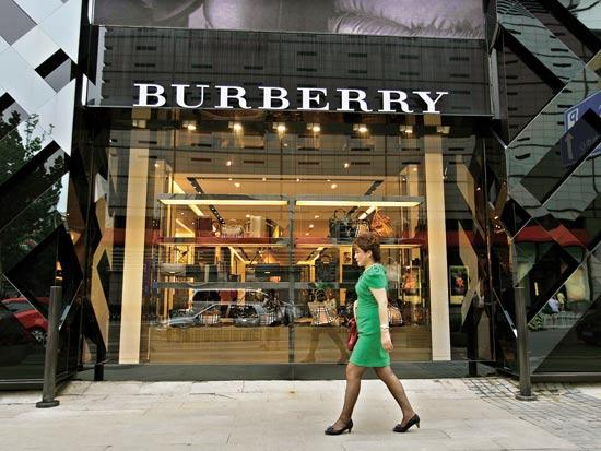 חנות BURBERRY בלונדון / צילום: רויטרס