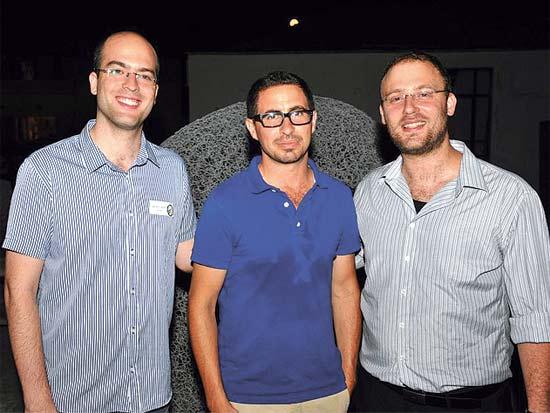 כפיר דמרי, אלון קסטיאל, יהונתן ויינטראוב, חוג בית ל-SpaceIL / צילום: אלון הדר