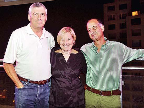 תמיר דגן, פזית ועופר קוטלר, מכירת 100 דירות במגדל טיים טאואר / צילום: אורנית דיין סייר