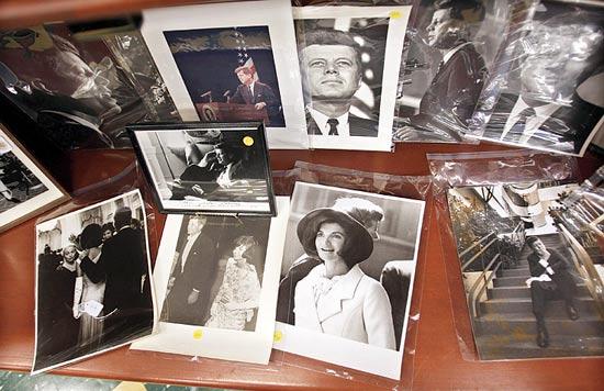 פריטים שהוצעו במכירה / צילום: רויטרס