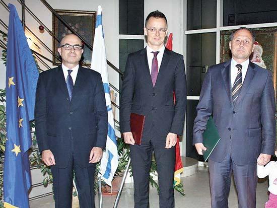 אנדור נאג'י, פיטר סזיג'ארטו, ג'רמי לוין, עיטור המופת האזרחי ההונגרי / צילום: שגרירות הונגריה