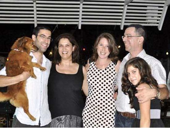 אנשי עסקים וכלבם, משפחת פורת / צילום: דני יגל