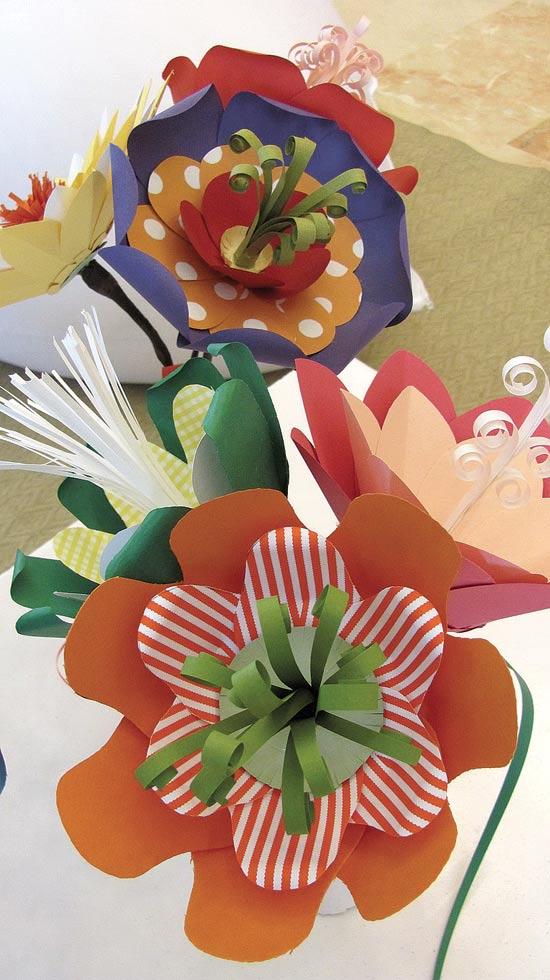 פרחים מנייר של תמי ורדי / צילום: יחצ