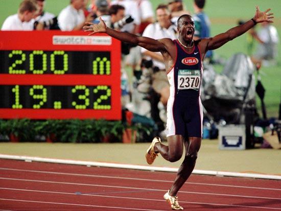 מייקל ג'ונסון מנצח בריצת ה-200 מטר באולימפיאדת אטלנטה 1996 / צלם: רויטרס