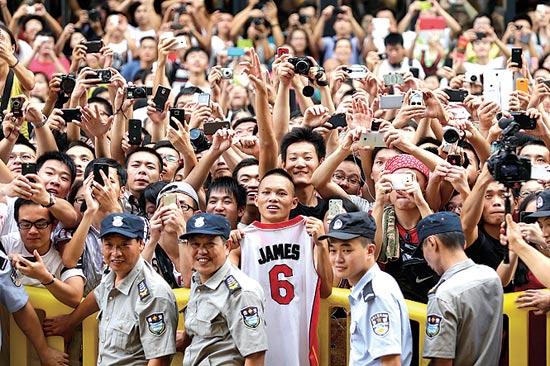 מעריצים של לברון ג'יימס בסין / צילום: רויטרס