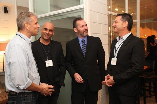 אלון אולמן, טים קלי, אייל נאור ויבין גיל מור/ צלם: ארז חרודי עושים צילום