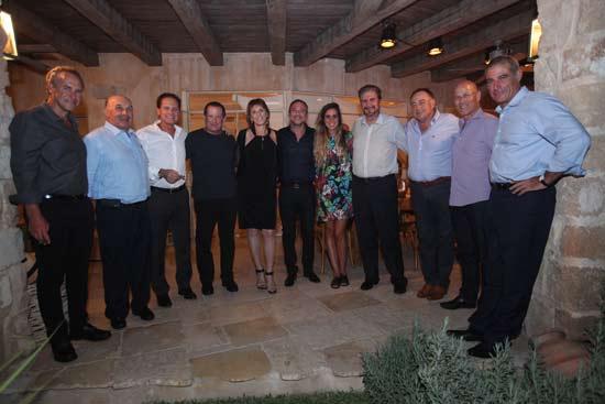 גידי מרק ועדה שפיצר ומשלחת אנשי העסקים / צילום: ארז עוזיר