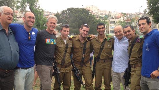 דר איבלר ג'רמי לוין,חיילים,מייקל אורן,ג'וש פלסטר וציקיעוד/ צילום:יחצ