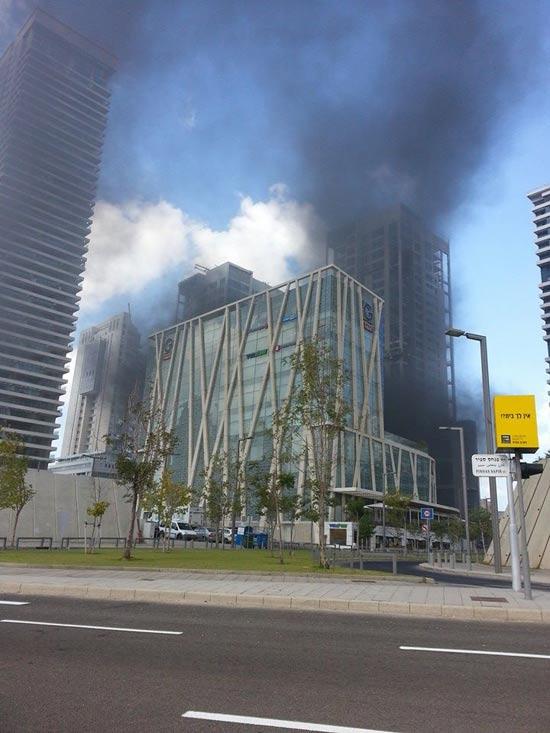 שריפה בבורסה ברמת גן / צילום: שי ברקן
