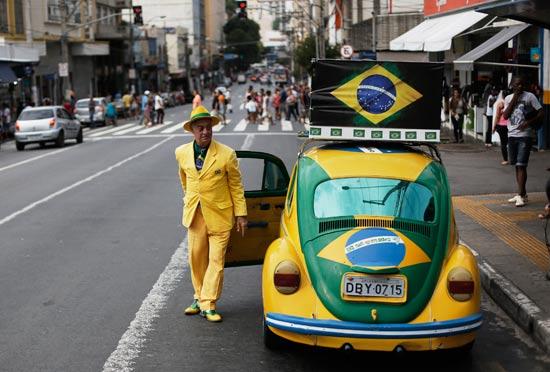 נהג מונית ברחובות ברזיל / צלם: רויטרס