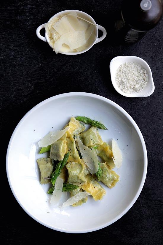 מסעדת בינדלה - אניולטי תרד / צילום: בועז לביא