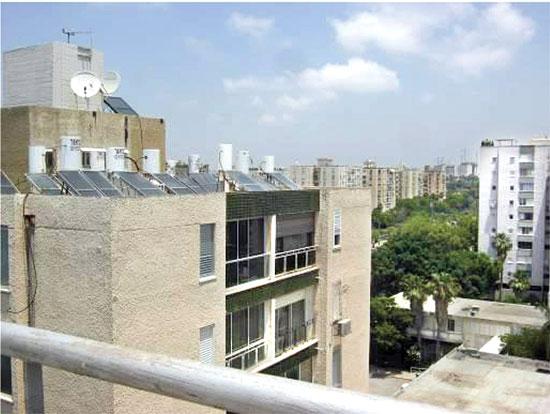 דודים על גג הבניין / צילום מהמצגת הוט מובייחל מתוך דוח שהוגש למשרד להגנת הסביבה