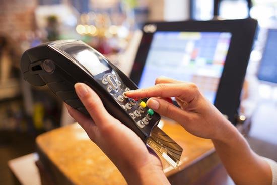 שימוש באשראי חדש באמצעות הצ'יפ  / צילום:  Shutterstock/ א.ס.א.פ קרייטיב