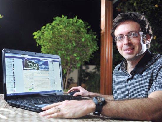 """יואב מלמד, מייסד קבוצת הפייסבוק """"משרות הייטק ושיווק ללא ניסיון"""" / צילום: רפי קוץ"""