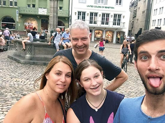 רוני כהן ומשפחתו / צילום פרטי