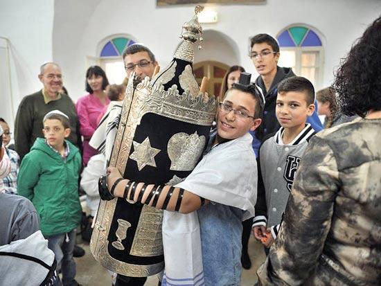 בר מצווה בבית הכנסת העתיק בפקיעין / צילום: אדי בירן