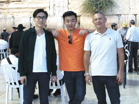 זאב רוזנקרנץ, סטיבן וונג וקארל פיי / צילום: יחצ