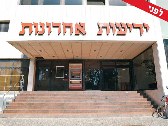 בית ידיעות אחרונות בתל אביב ואתר הבנייה בראשון לציון/ צילום: תמר מצפי