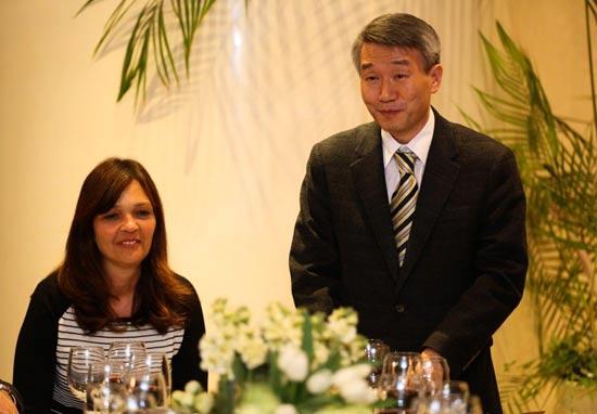 לי גן טה שגריר קוריאה וציפי לנדאו /צילום: נעמה מרינברג