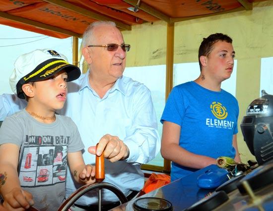 הנשיא ראובן ריבלין והנכדים מתן ושי / צלם: גיל אליהו ג'יני