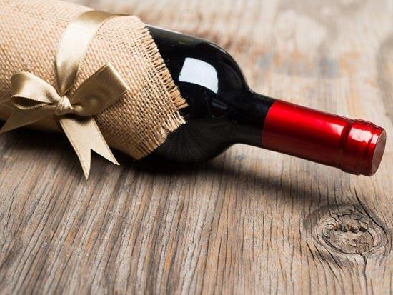 בקבוק יין/שאטרסטוק