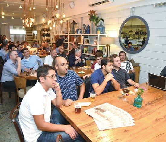 """""""שער היורו"""", המשתתפים צפו במשחק בו נוצחה נבחרת ספרד על ידי נבחרת איטליה / צילום: תמר מצפי"""