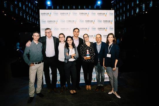 """סלין קאן, מנכ""""ל פרוקטר אנד גמבל וכל חברי ההנהלה, לצד מומו מהדב וטל ילון / צילום: נתנאל טוביאס"""