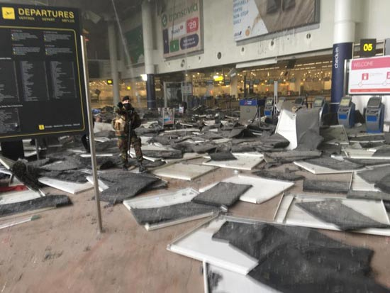 אזור הצ'ק אין בשדה התעופה בבריסל אחרי הפיצוצים /צילום מסך טוויטר