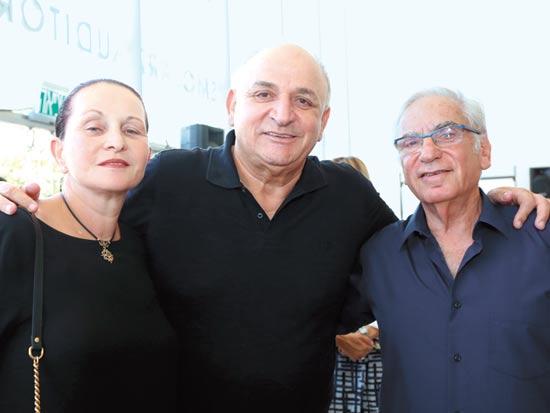 דן שינמן יצחק וחיה תשובה / צילום: עופר עמרם