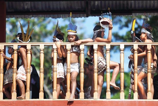 ילדים בעיר איקיטוס / צילום: רויטרס